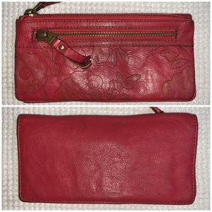 Red FOSSIL Leather Wallet Clutch. Lots of Storage!